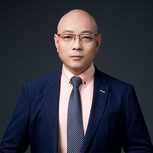 心理咨询师艾歆伟