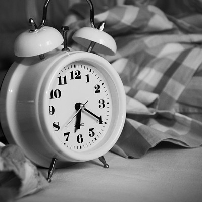 缺少睡眠会让自己感觉越来越孤独吗?